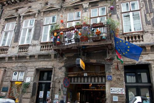 Szimpla-Kert-Building-Budapest-Ruin-Bars-and-Beyond